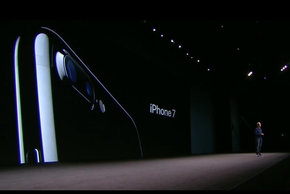 Tim Cook se enorgulleció de presentar el que considera el mejor iPhone de la historia. (Foto: Apple)