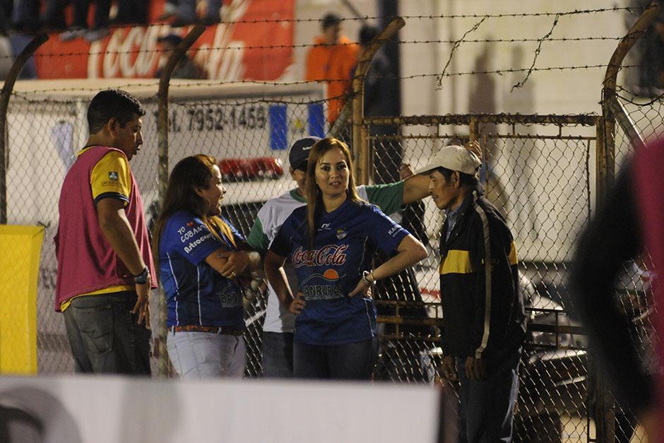 Durante los partidos de Cobán en el estadio José Ángel Rossi, la señora Irasema Meléndez está al frente de todos los detalles.(Foto: Pedro Pablo Mijangos/Soy502)