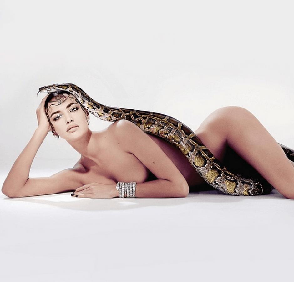Irina Shayk, es tan hermosa como atrevida a la hora de posar, para muestra esta foto.