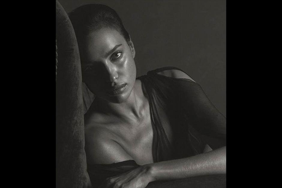 Con su profunda mirada y su elegancia Irina posa ante la cámara. (Foto: GQ)