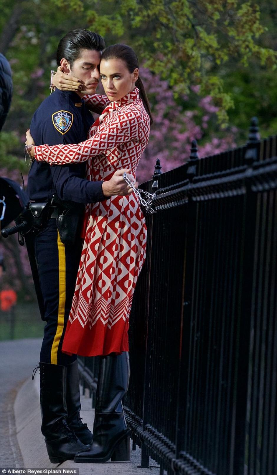 Irina Shayk posa en Central Park, en Nueva York. (Foto: Daily Mail)