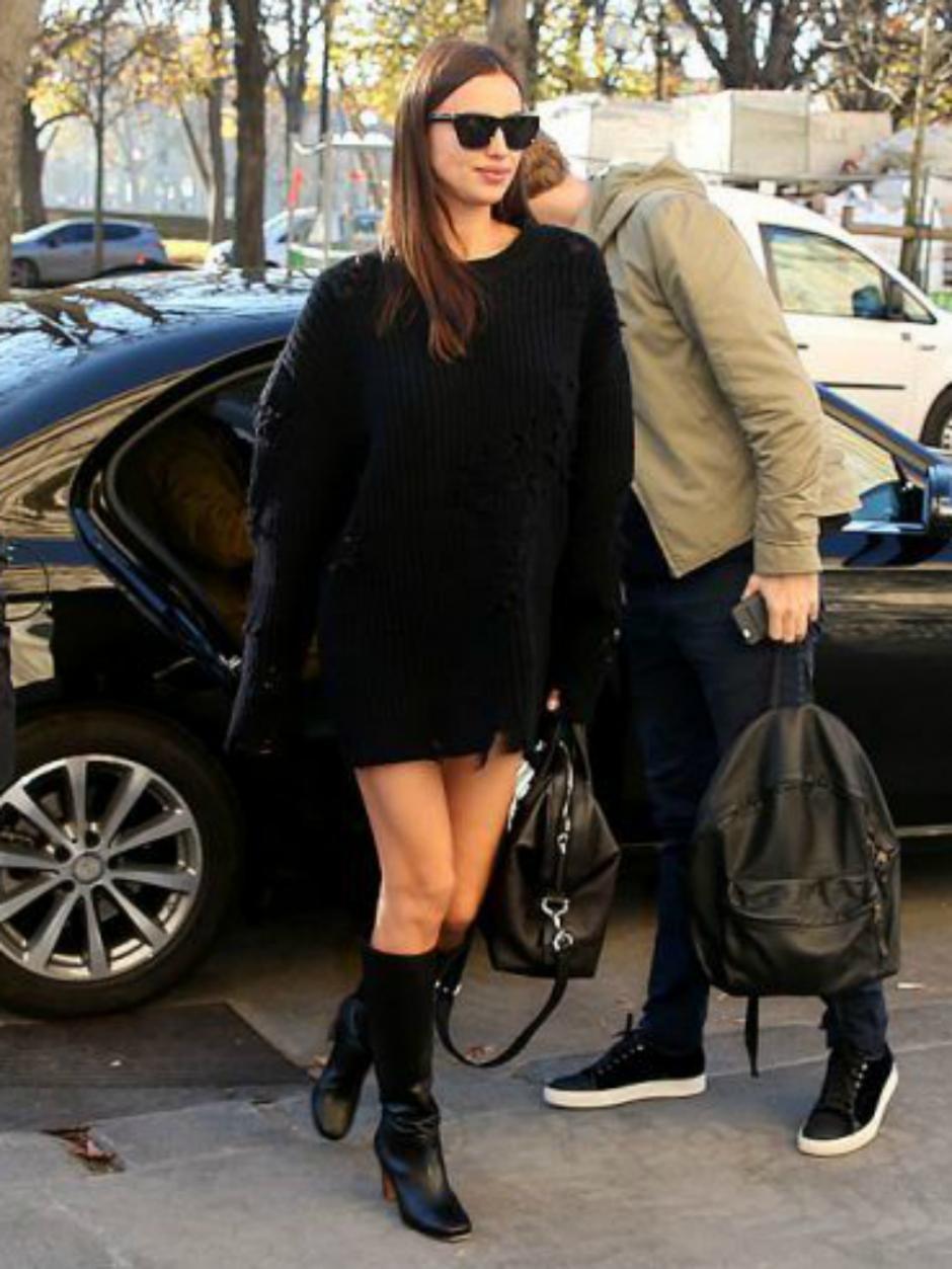 La modelo asistió a una fiesta en Londres con vestido holgado. (Foto: Marca)