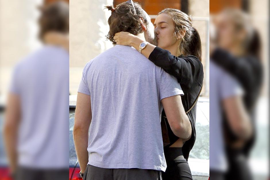 Irina y Bradley fueron captados besandose en Londres.