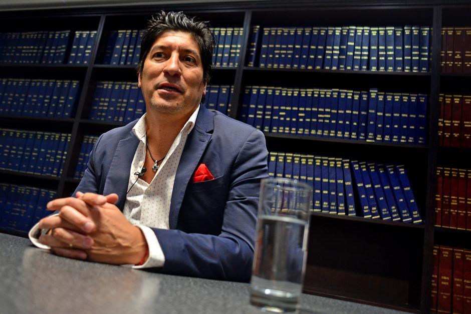 Iván Zamorano visitó las oficinas de Soy502 y Nuestro Diario. (Foto: José Dávila /Soy502)