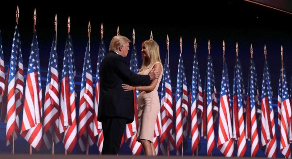 Donald Trump saludó a su hija, Ivanka, antes de ofrecer su discurso, (Foto: Efe)