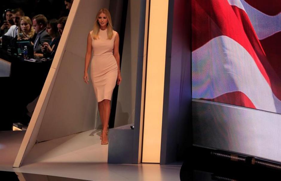 La hija de Donald Trump, Ivanka llegó para presentar a su padre antes de su discurso. (Foto: Efe)