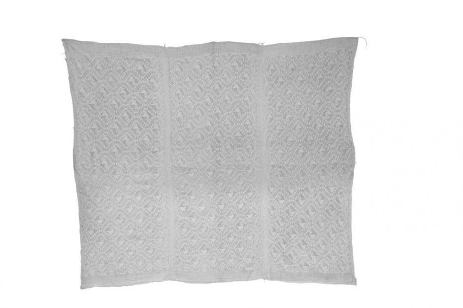 Este hüipil de algodón, deCobán, Alta Verapaz,está detalladamente intrincado con patrones en forma de diamante. (Foto: Museo Ixchel oficial)