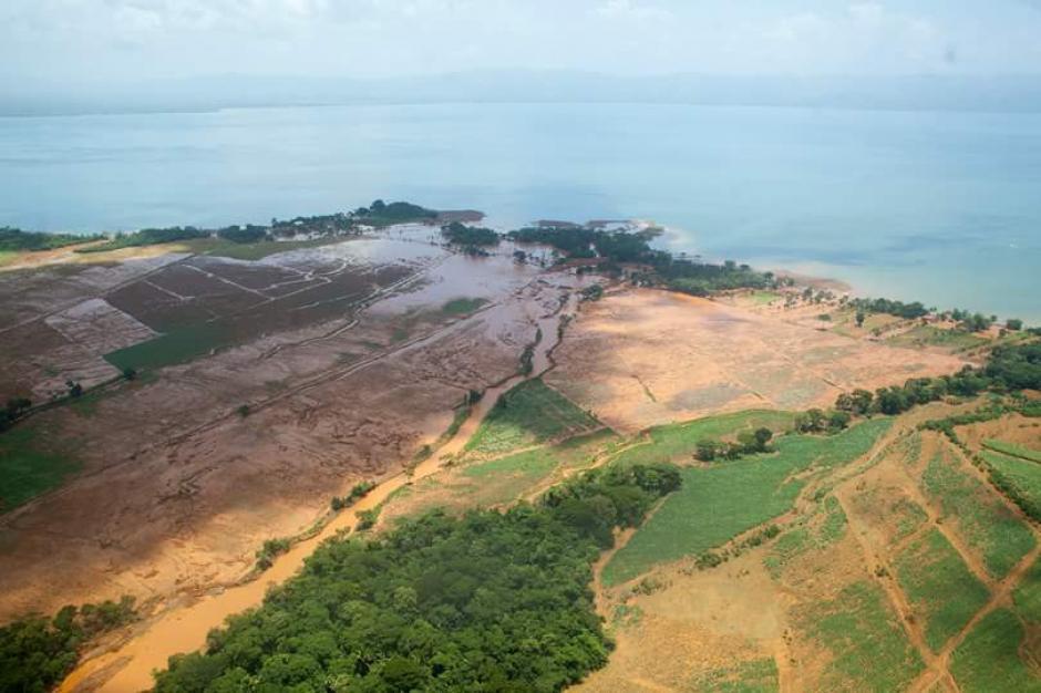 El desbordamiento de un río ha dejado de forma preliminar mil 258 personas afectadas y 58 viviendas con daños. (Foto: Conap)