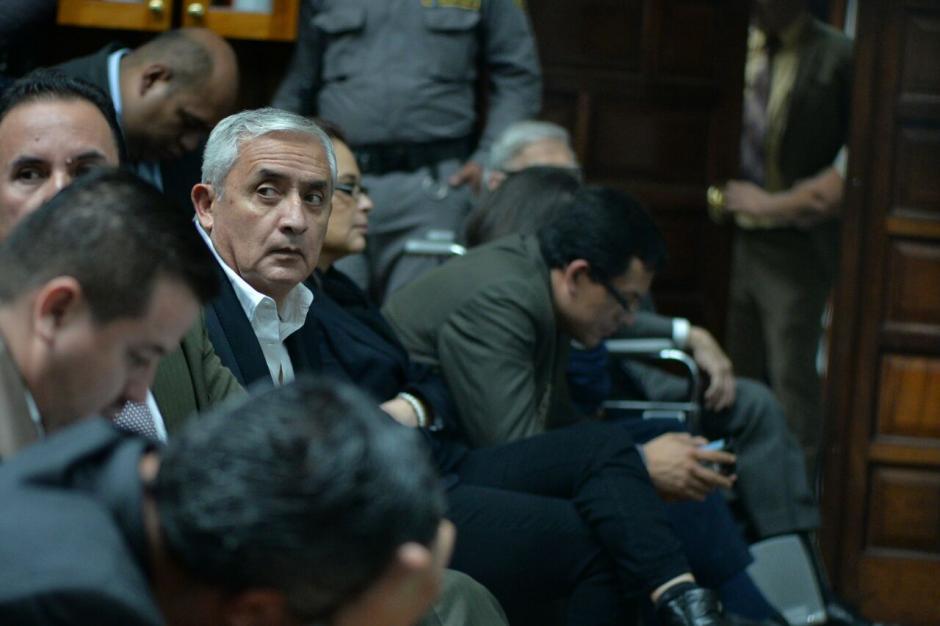 El expresidente Otto Pérez Molina escuchó la argumentación del juez Miguel Ángel Gálvez. (Foto: Wilder López/Soy502)
