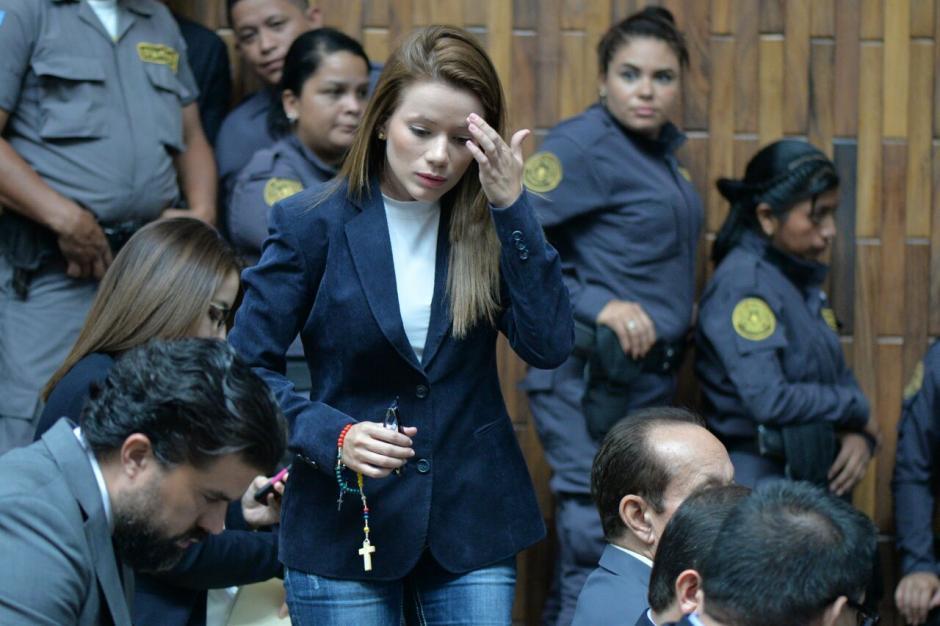 La exasistente de Roxana Baldetti, Daniela Beltranena escuchó las explicaciones del Juez Gálvez. (Foto: Wilder López/Soy502)