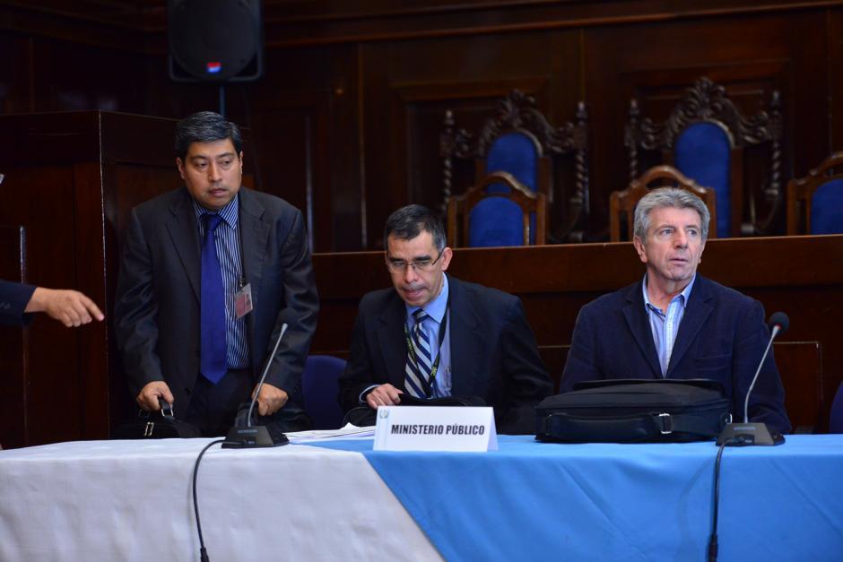 Los fiscales e investigadores del MP y CICIG acudieron a la cita y durante más de dos horas presentaron las pruebas en contra del presidente Otto Pérez. (Foto: Jesús Alfonso/Soy502)