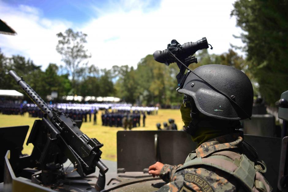 En el desfile también participaron efectivos del Ejército. Incluso, el presidente Pérez Molina agradeció su colaboración. (Foto: Jesús Alfonso/Soy502)
