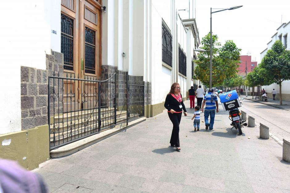 Las mujeres deben usar zapatos de tacón alto (Foto: Jesús Alfonso/Soy502)