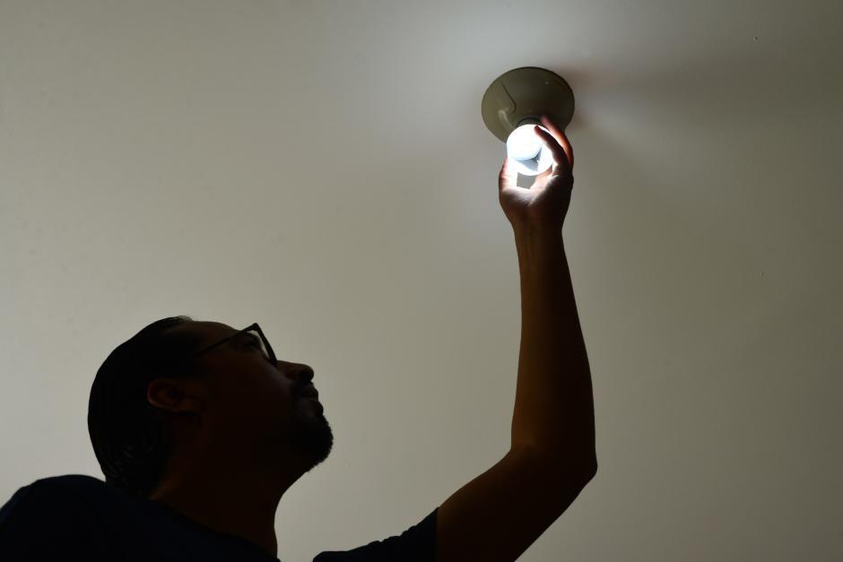 A partir del 16 de enero los que consumen de 1 a 60 kWh pagarán Q0.51 por kWh. (Foto: Jesús Alfonso/Soy502)
