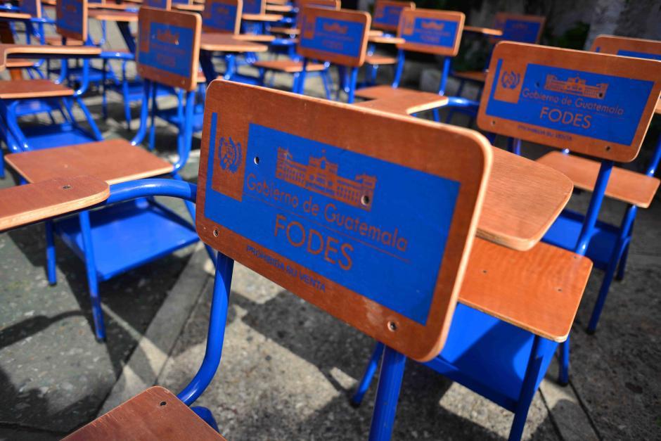 Los escritorios aparecieron en unas bodegas del Mides en Villa Nueva. (Foto: Jesús Alfonso/Soy502)