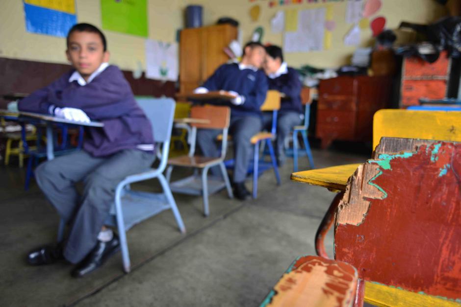 La directora de la jornada matutina aseguró que aún con la donación necesitarían más escritorios. (Foto: Jesús Alfonso/Soy502)