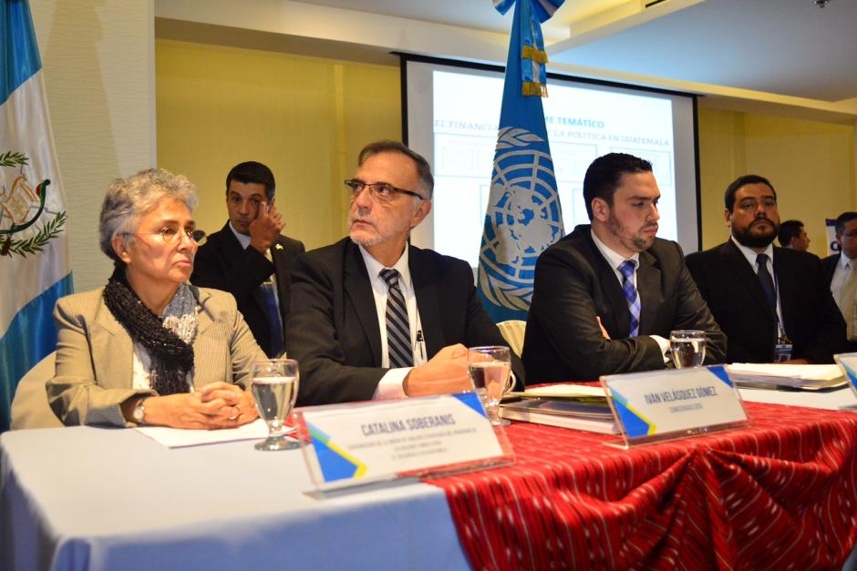 Varios analistas participan en la actividad para dar su punto de vista sobre el informe presentado por la CICIG.(Foto: Jesús Alfonso/Soy502)