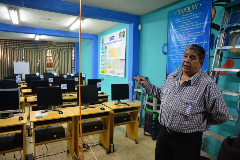 El laboratorio de computación fue obtenido gracias a donaciones gestionadas por Diéguez. (Foto: Jesús Alfonso/Soy502)
