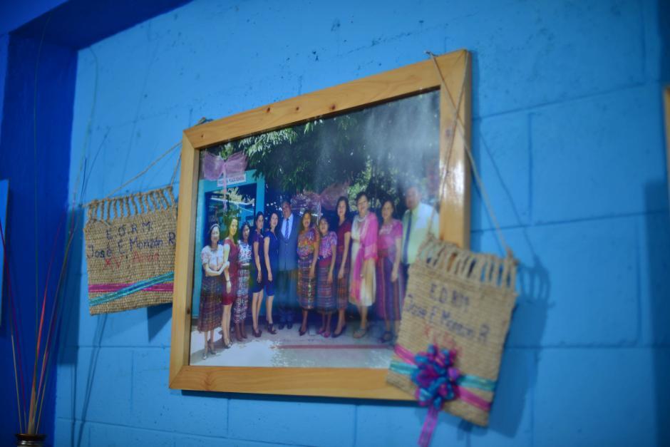 La fotografía fue de cuando cumplieron 15 años de terminar la construcción de la escuela. (Foto: Jesús Alfonso/Soy502)