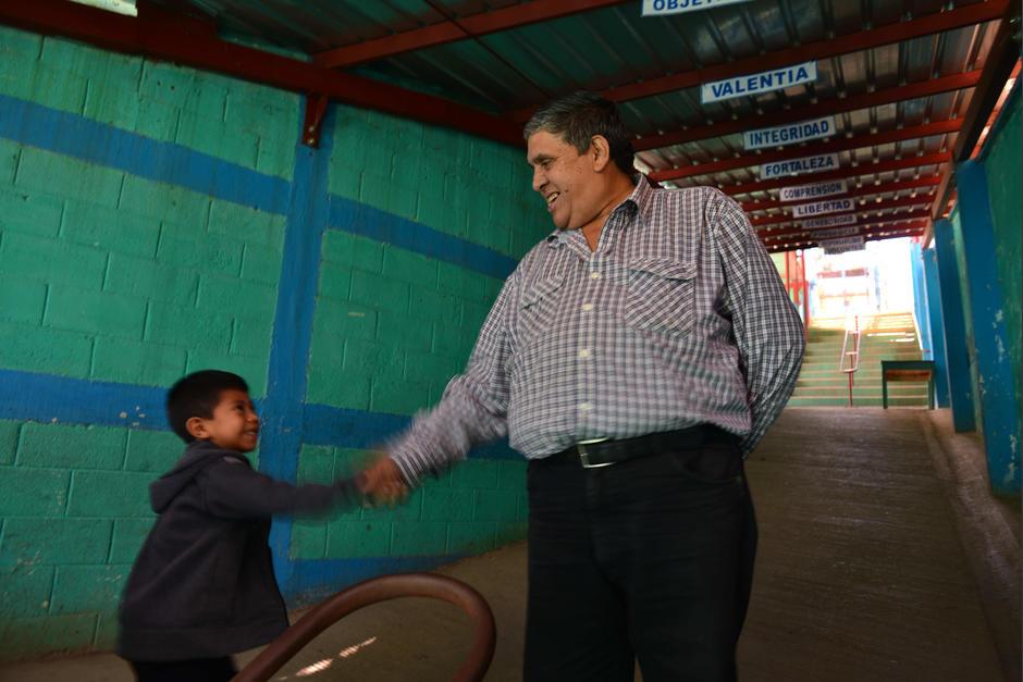 René Belarmino Diéguez es director de la escuela José Ernesto Monzón Reyna. (Foto: Jesús Alfonso/Soy502)