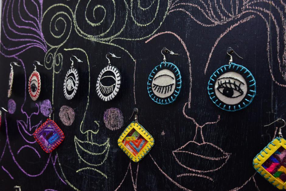 Artistas visuales componen su arte con textiles. (Foto: Jesús Alfonso/Soy502)