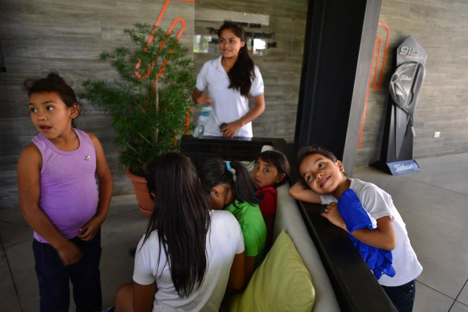 """Los triunfos del Proyecto """"Enlace entre Barrios"""" de Fundación Olímpica Guatemalteca se trasladan al campo de golf. (Foto: Jesús Alfonso/Soy502)"""