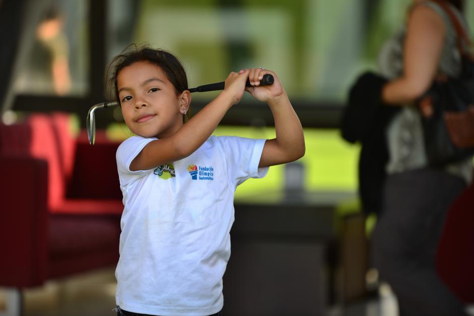 Aparte de practicar Golf, Ashley entrena gimnasia en el asentamiento Las Torres, zona 7. (Foto: Jesús Alfonso/Soy502)