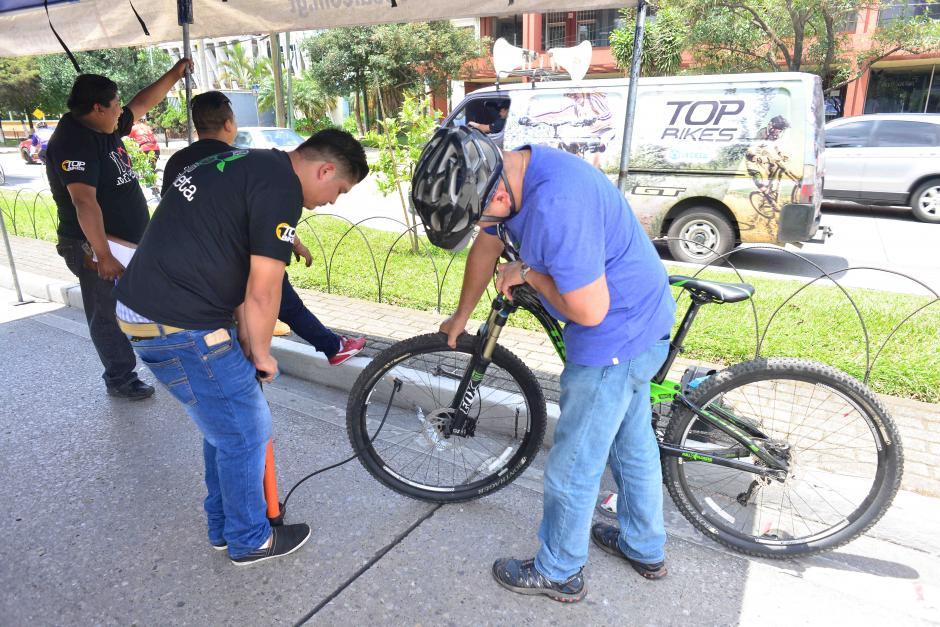 También pudieron aprender a reparar sus vehículos. (Foto: Jesús Alfonso/Soy502)