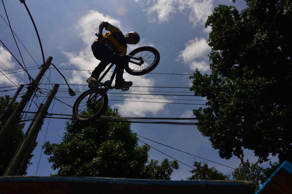 Los asistentes disfrutaron de las acrobacias extremas. (Foto: Jesús Alfonso/Soy502)