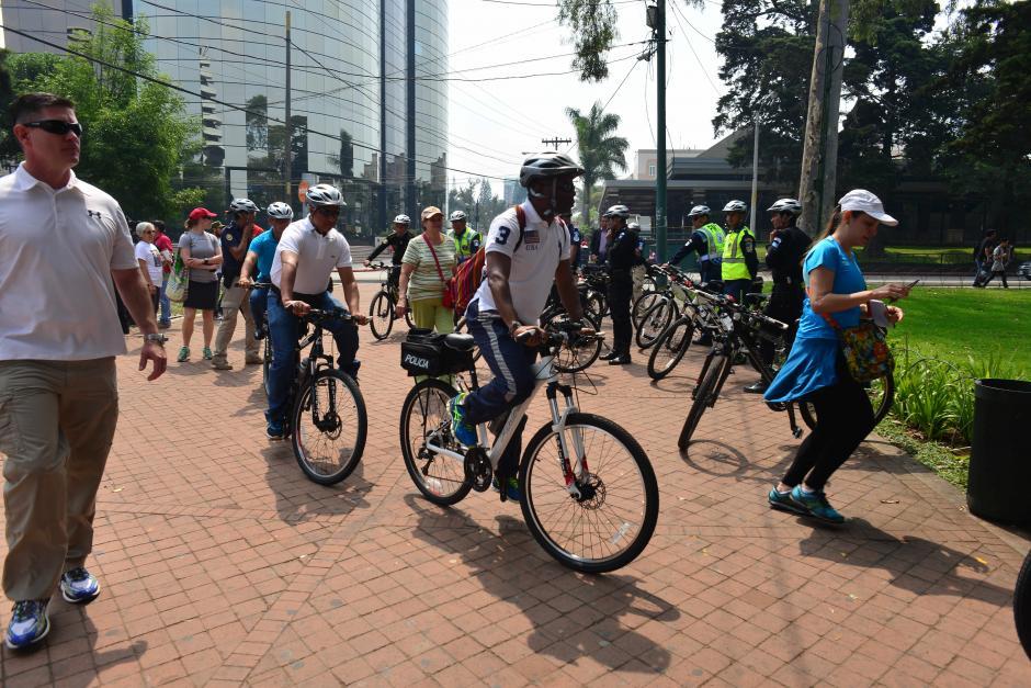 Robinson llegó desde su residencia en la 20 calle andando en bicicleta. (Foto: Jesús Alfonso/Soy502)