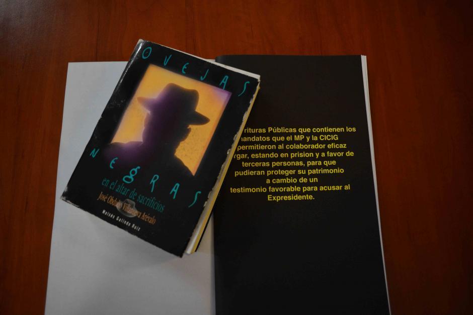 Se imprimieron 200 ejemplares del folleto de Otto Pérez y se repartieron en la sala. (Foto: Jesús Alfonso/Soy502)