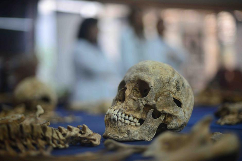 Se acondicionaron cuerpos de víctimas del Conflicto Armado Interno que murieron por distintas causas para realizar la exposición. (Foto: Jesús Alfonso/Soy502)