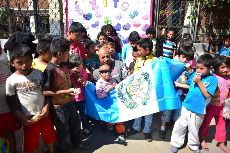 JC Pérez no tiene excusas para ayudar a los niños. (Foto: Jesús Alfonso/Soy502)