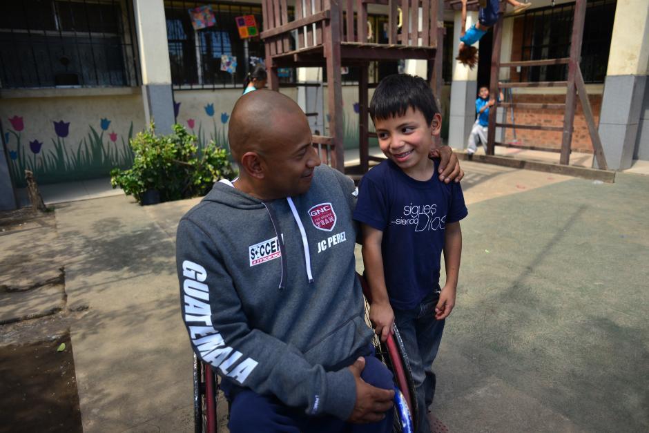 JC ha realizado retos desde hace 5 años para ayudar a la educación de los niños en Guatemala.(Foto: Jesús Alfonso/Soy502)
