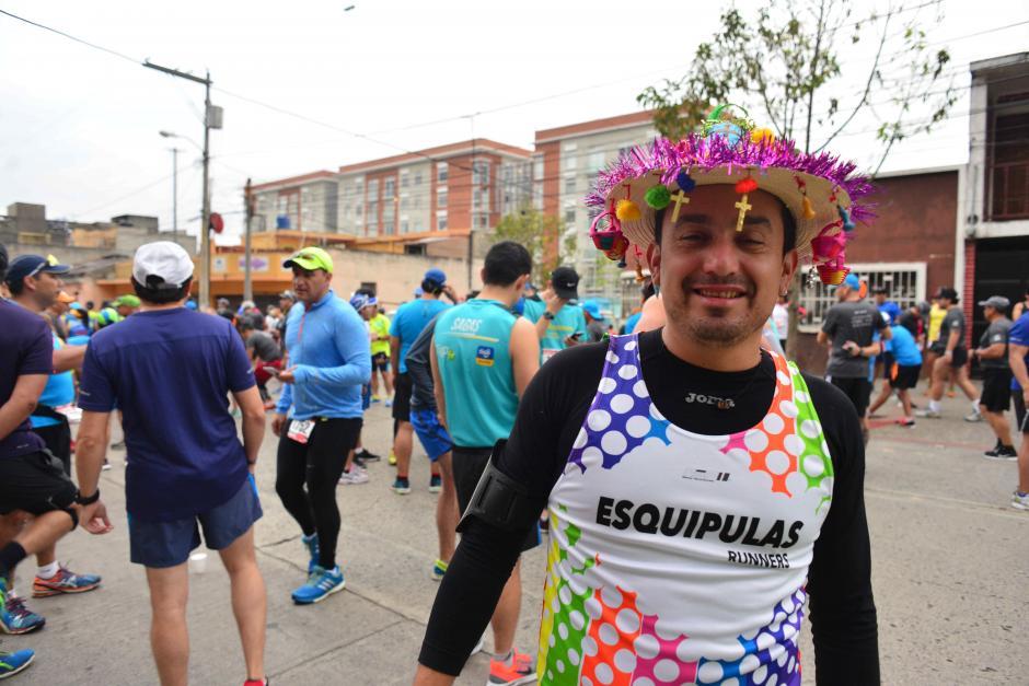 Un corredor se mostró orgulloso de haber llegado desde Esquipulas. (Foto: Jesús Alfonso/Soy502)