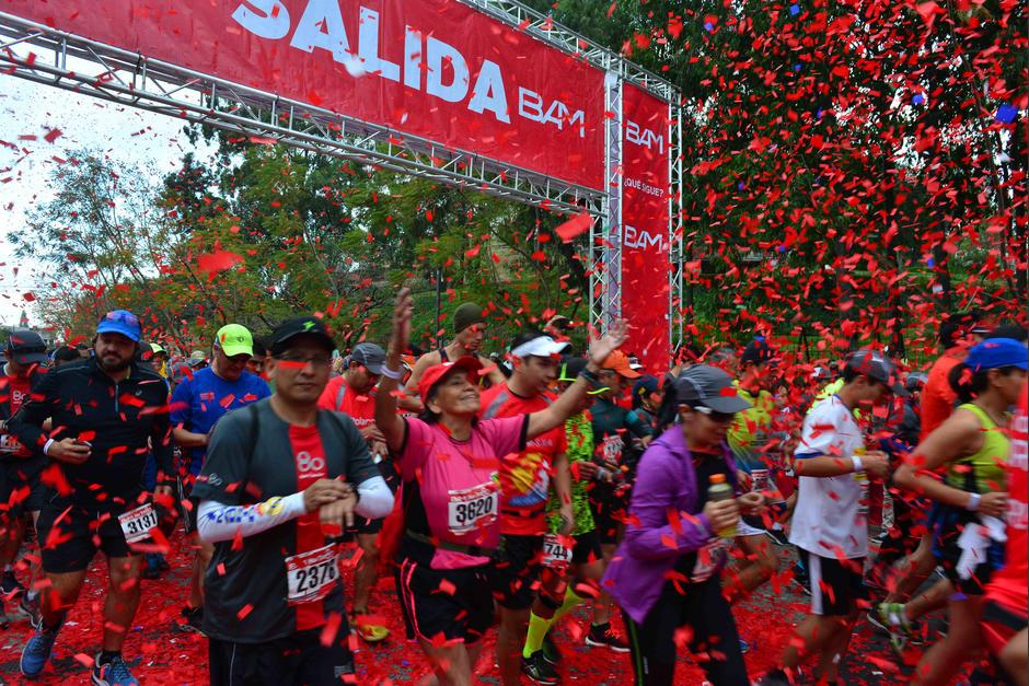 La salida fue toda una fiesta llena de color. (Foto: Jesús Alfonso/Soy502)