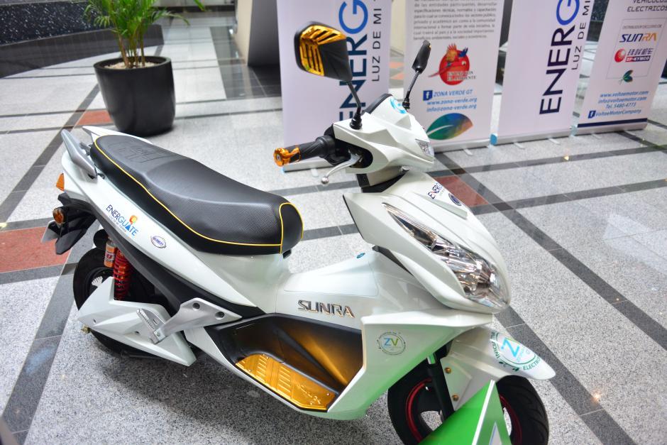 Una moto con una velocidad máxima de 50 kilómetros por hora fue presentada también. (Foto: Jesús Alfonso/Soy502)