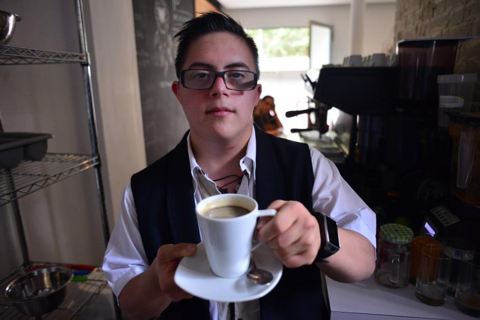 José María Palacios de 24 años relató que uno de sus pasatiempos es cantar y su artista favorito es Juanes. (Foto: Jesús Alfonso/Soy502)