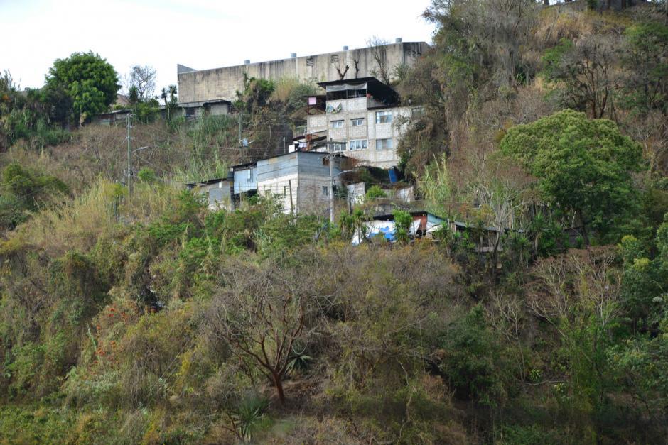 Parte de las casas de la vías exclusiva están en área de riesgo y otras en el área de constante monitoreo de Conred.  (Foto: Jesús Alfonso/Soy502)