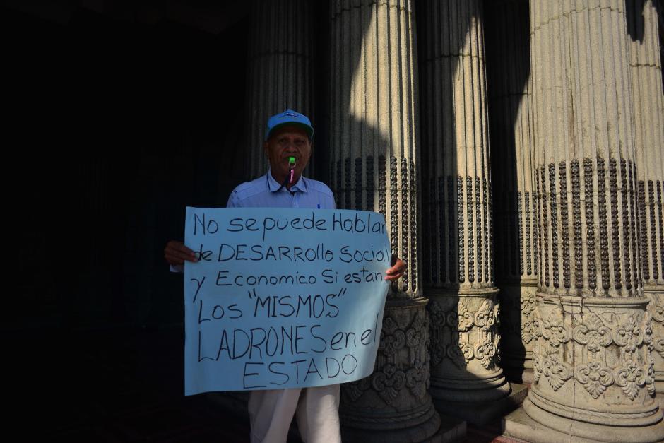 Se han ido manifestando cada sábado desde hace casi un año. (Foto: Jesús Alfonso/Soy502)
