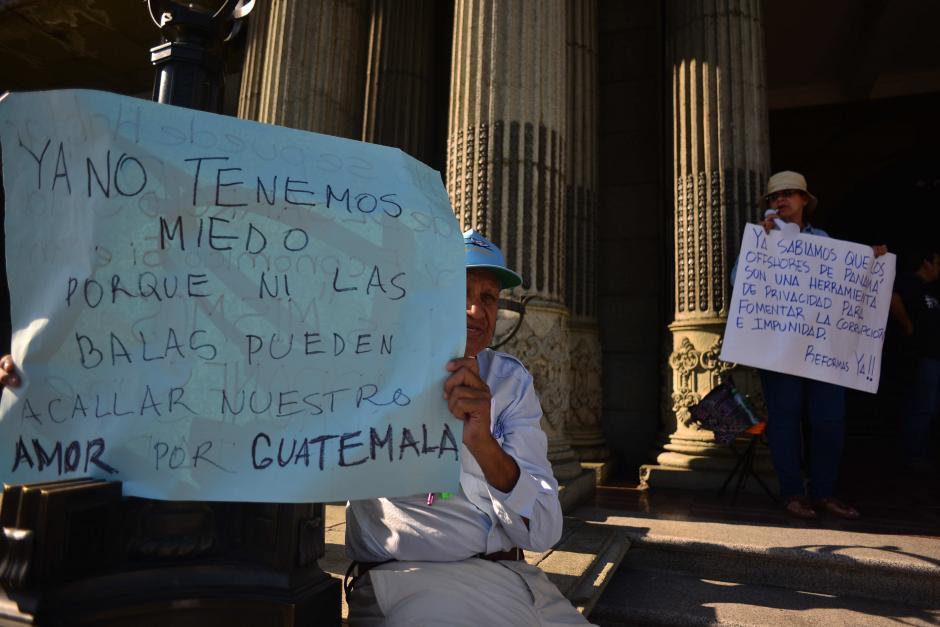 En su carteles gritan que ya no tienen miedo. (Foto: Jesús Alfonso/Soy502)