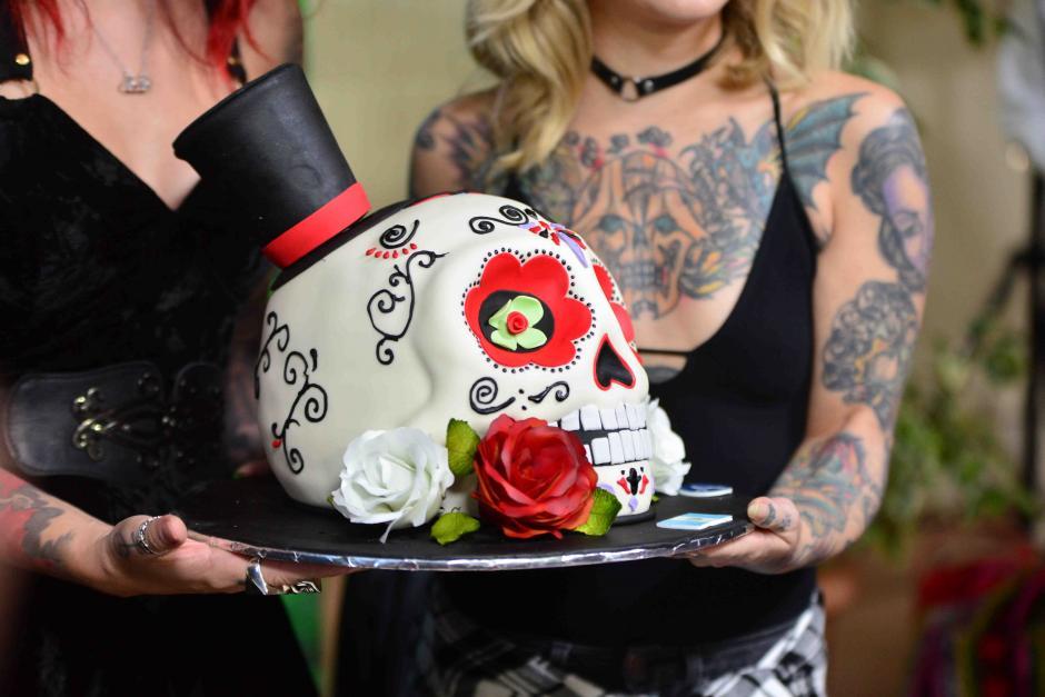 Una repostera les obsequió un pastel especial por su visita. (Foto: Jesús Alfonso/Soy502)