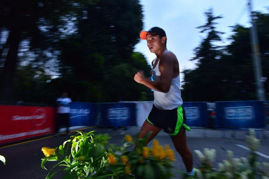 Erick Barrondo ganó la prueba de 30 kilómetros en el Campeonato Nacional de Marcha, disputado en la Avenida Reforma. (Foto: Jesús Alfonso/Soy502)