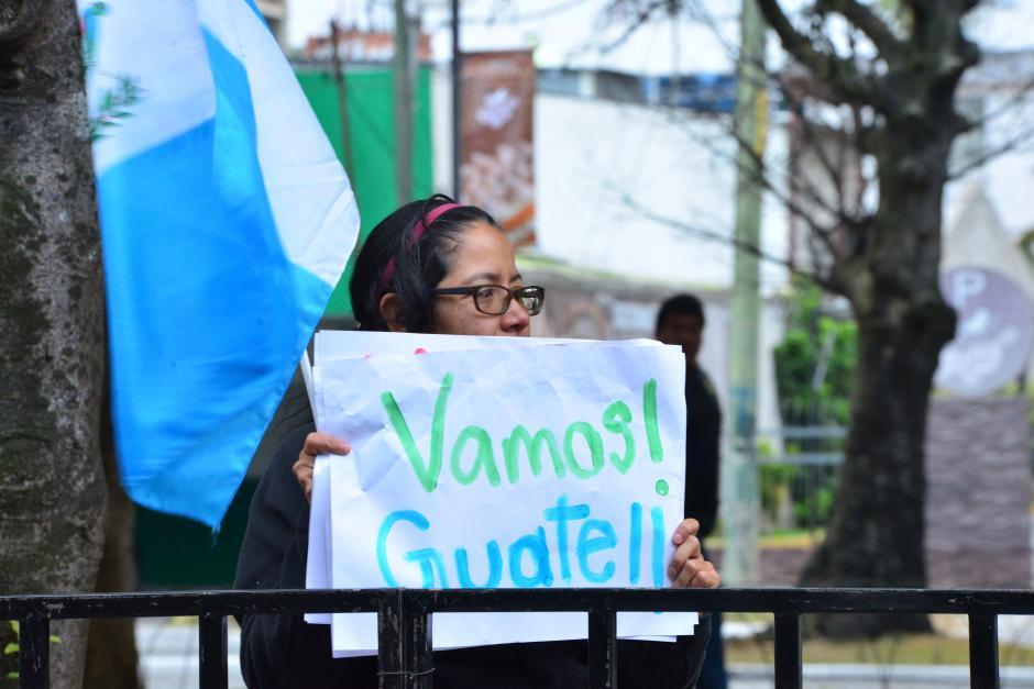 Varios guatemaltecos salieron a la calle para ver a los marchistas competir en el Campeonato Nacional. (Foto: Jesús Alfonso/Soy502)
