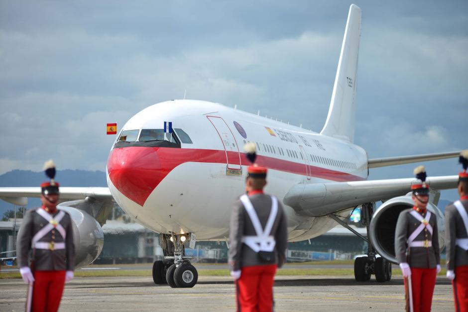 El exjefe de Estado español arribó en el avión oficial del Ejército del Aire. (Foto: Jesús Alfonso/Soy502)