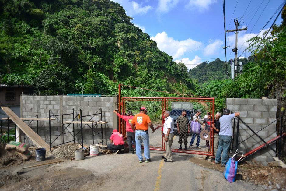 La municipal Santa Catarina construye un muro para prohibir la entrada al área. (Foto: Jesús Alfonso/Soy502)