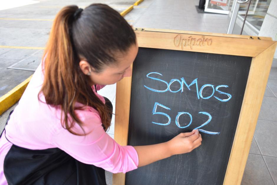 Alejandra y Carlos iniciaron este proyecto con el fin de cocinar comida rápida pero saludable. (Foto: Jesús Alfonso/Soy502)