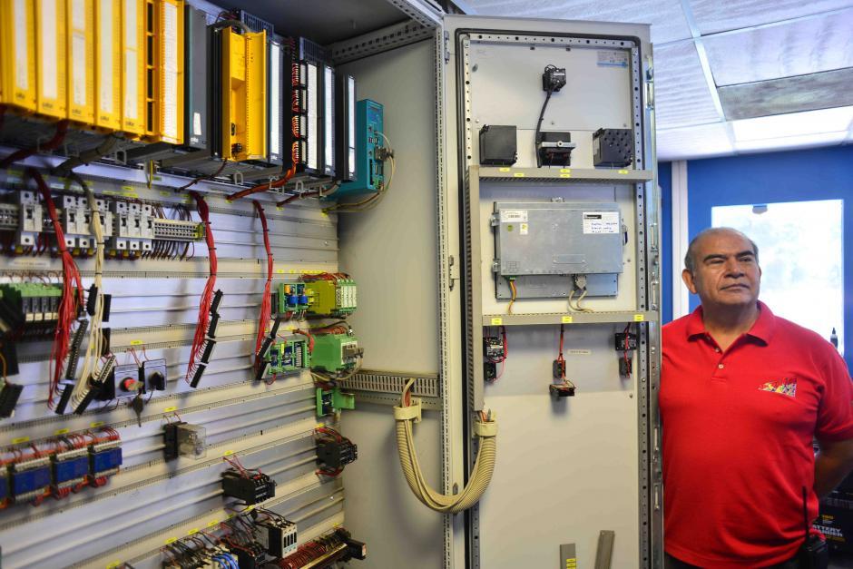 Alejandro Cosich, trabaja en el lugar desde 2005 y se encarga del mantenimiento mecánico del mismo. (Foto: Jesús Alfonso/Soy502)