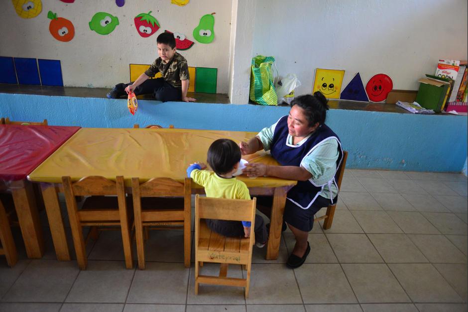 Las madres cuidadoras fueron contratadas por la SOSEP. (Foto: Jesús Alfonso/Soy502)
