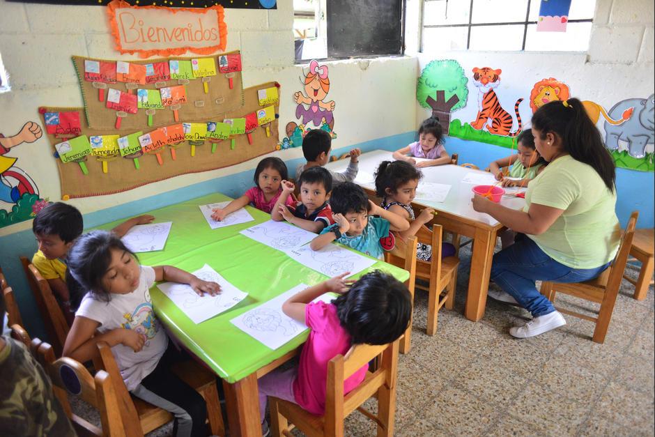 La maestra señala que es complicado lidiar con la parte administrativa y la docente. (Foto: Jesús Alfonso/Soy502)